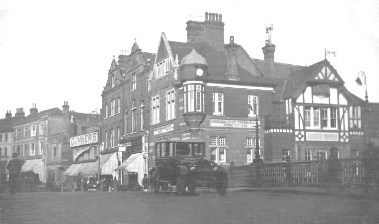 High Street and Bridge over the Medway - c 1920
