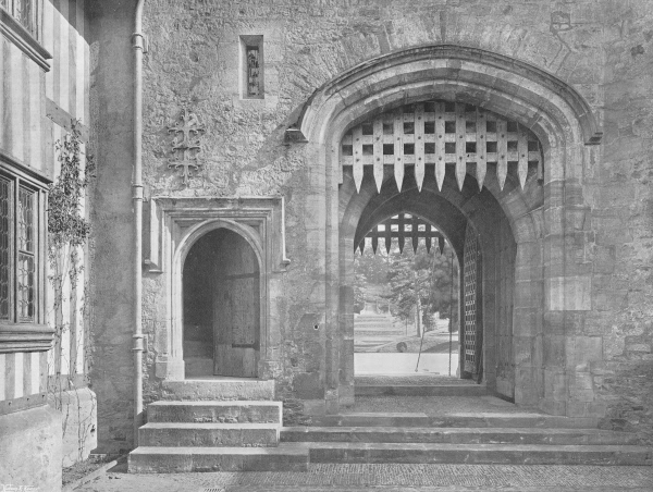 Within the Courtyard, Hever Castle - 1907
